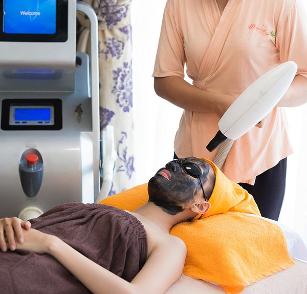 Laser Co 2 cacbon facial